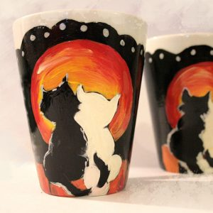 Cuplu de pisici, yin-yang și luna plină. Cană personaizată.