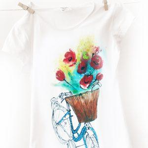 Bicicleta și coșul cu flori. Tricou pictat manual.