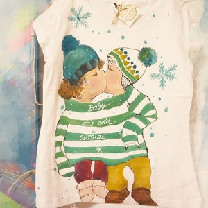 Baby, it's cold outside. Tricou ilustrație iarnă. Pictat, personalizat.