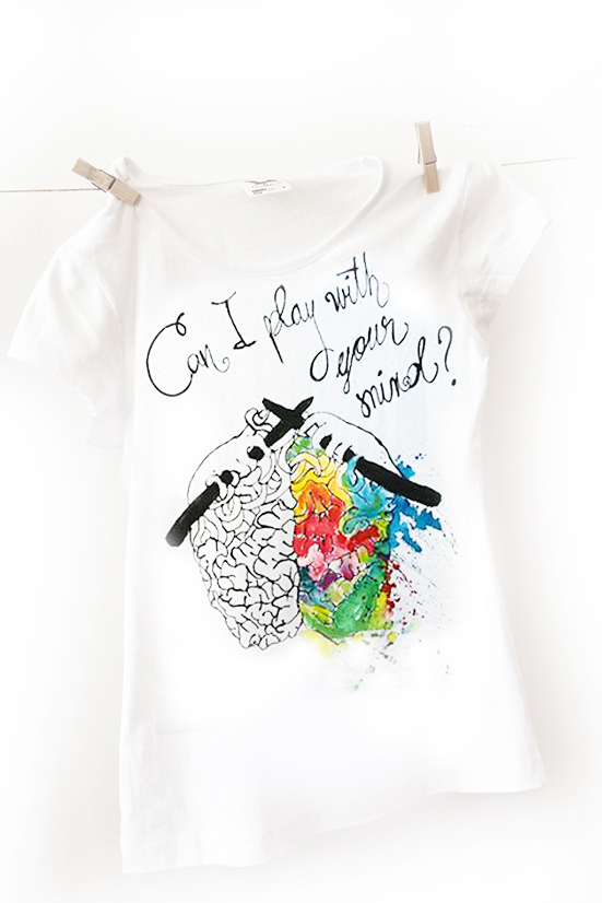 Can I play with your mind? Tricou pictat manual, personalizat.