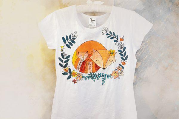 Vulpile mama și fiica. Tricouri pictate manual, personalizate.