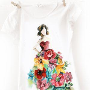 Fata cu rochie din flori, tricou pictat manual, personalizat.