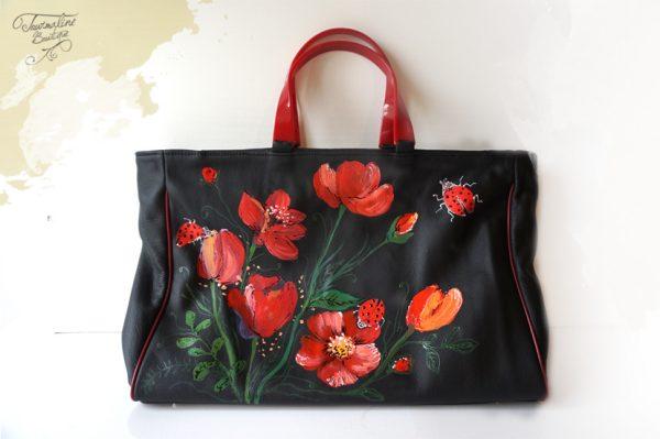 Geanta cu flori roșii. Din piele naturală, lucrată și pictată manual.