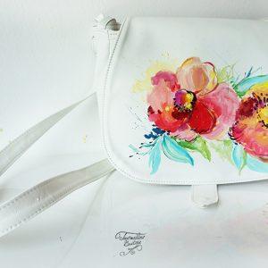 Geanta pictată cu flori colorate. Din piele naturală, lucrată manual.