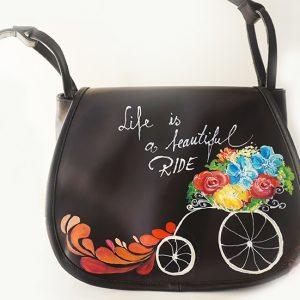 Life is beautiful. Geantă din piele naturală, lucrată și pictată manual.