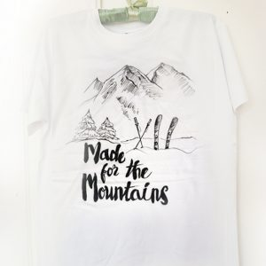 Made for the mountains. Tricou pictat manual pentru iubitori de munte. Ski.