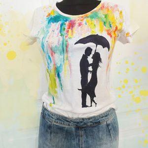 Ploaia de culori. Tricou pictat cu un cuplu.