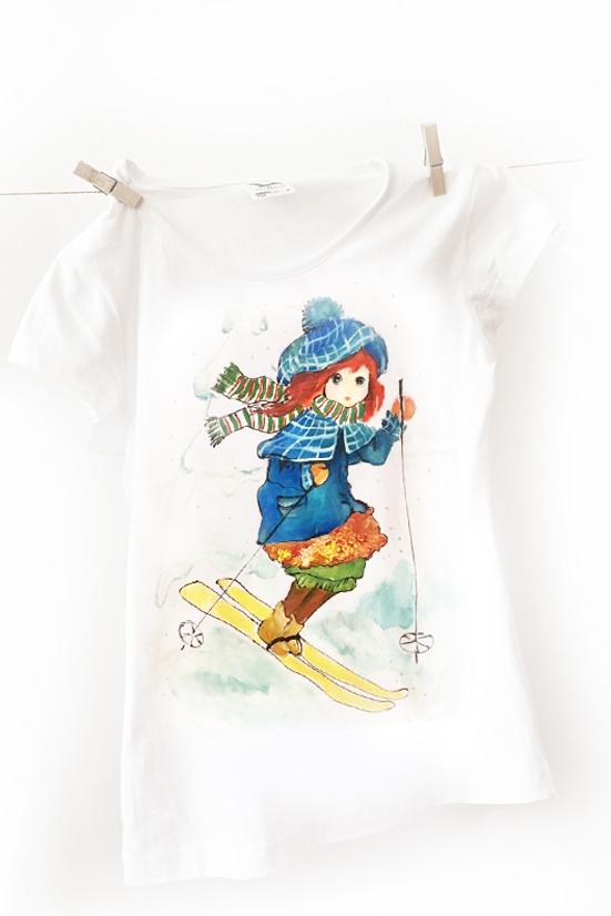 Ski in style. Tricou pictat manual pentru pasionate de ski.