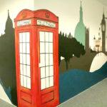 Spatiu recreere Cmed Timișoara. Pereți pictați la birou. Londra.