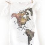 We love to travel. Set tricouri harta lumii pentru el și ea.