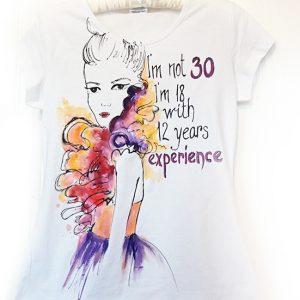 Femeia la 30 ani. Tricou pictat manual, cadou aniversare. Tricou personalizat.