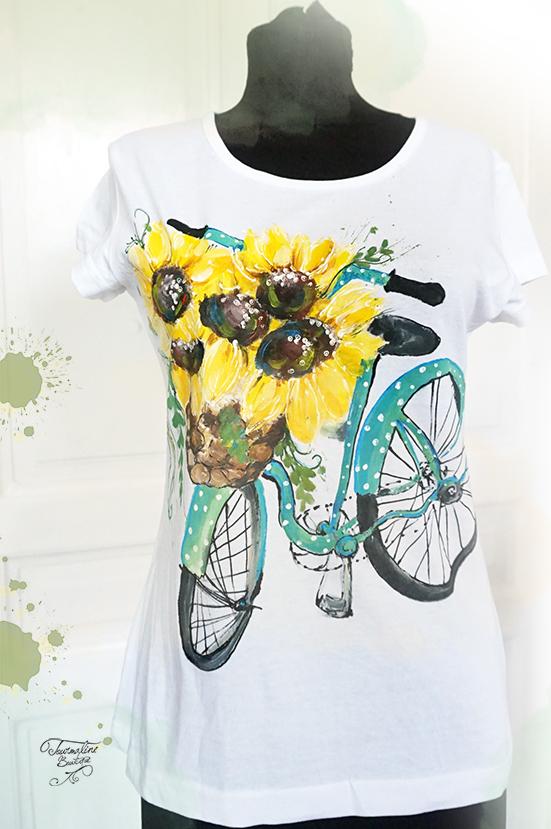 Bicicletă și floarea Soarelui. Tricou pictat manulal, personalizat.