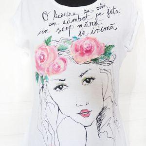 Tricoul Rose. Pictat manual, tricou pentru o viitoare mireasă.