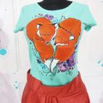 Tricou pictat cu 2 vulpi inimă. Tricouri personalizate.
