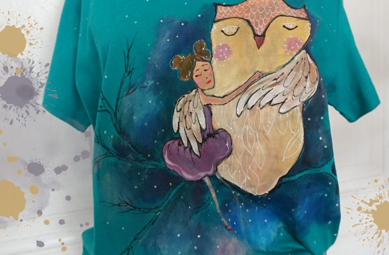 Fata și bufnița. Tricou pictat manual.