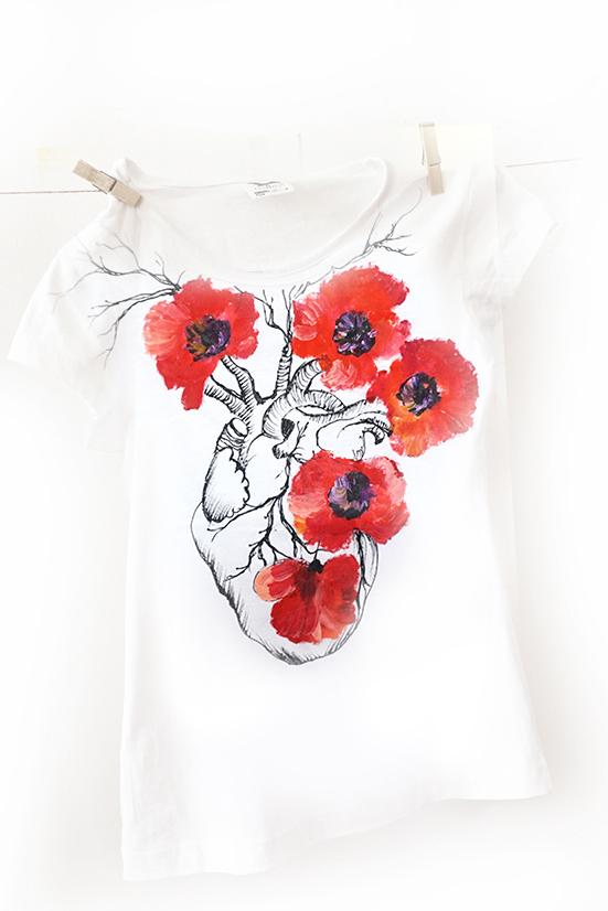 Iubitoare de maci. Tricou pictat cu maci roșii, personalizat.