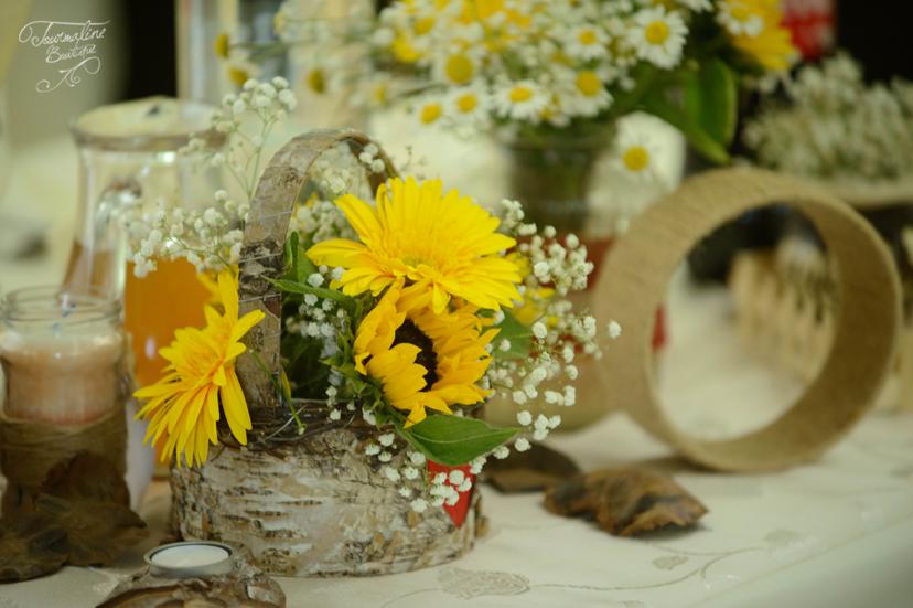 Nuntă Cu Tematică Tradițională Cu Floarea Soarelui și Flori De Câmp