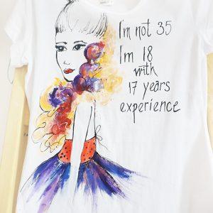 Tricou pictat Femeia la 35 ani. Cadou aniversare.