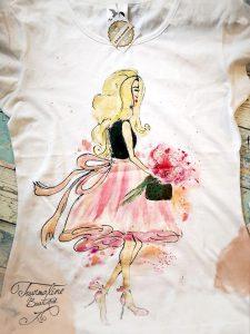 Fata cu fusta roz. Tricou pictat manual