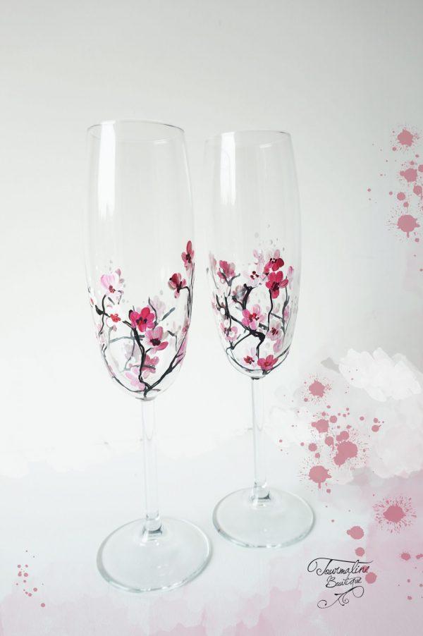 Pahare pictate cu flori de cires