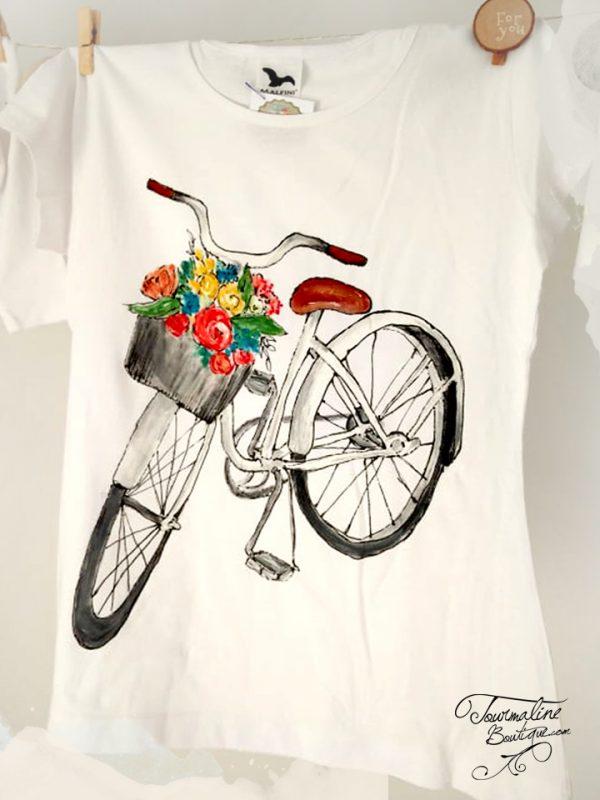 Tricou pictat bicicleta cu trandafiri