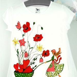 Tricou fata cu flori si inimi