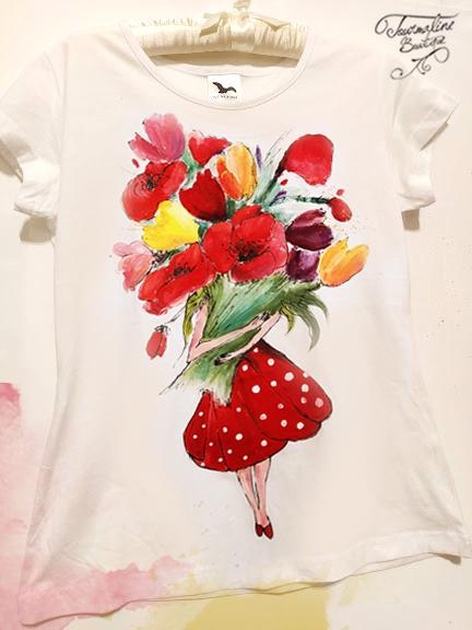 tricou fata cu flori rosii.