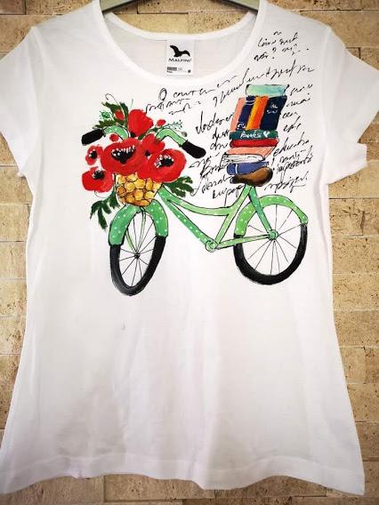 tricou cu bicicleta cu carti si flori