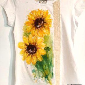 tricou cu broderie si floarea soarelui